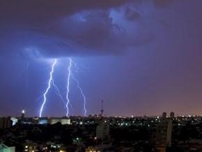 Да ли је ко видио муње или чуо грмљавину током ових вишедневних киша које су изазвале потоп у Србији иРС?
